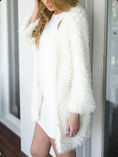 It doesn't just keep you warm and fuzzy. This duster coat features artificial fur exterior and open front. Loose Sweater, Sweater Coats, Fur Coats, Sweaters, Cute Winter Outfits, Winter Dresses, Dress Winter, Winter Wear, White Cardigan