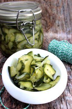 Boldog Kukta: Svéd uborkasaláta Fecó módra Pickles, Sprouts, Cucumber, Vegetables, Red Peppers, Vegetable Recipes, Pickle, Zucchini, Veggies