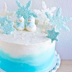 Winter wonderland cake with chocolate ganache surprise center. Detailed picture decorating tutorials! VEGAN too! {recipe}