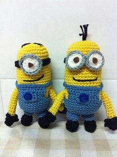 Amazing Amigurumi Minion... fancy to try with Adriafil Uno a Mako 8? :)  http://www.adriafil.com/uk/scheda-filato.html?id_cat=15&id_gr=4&id_filato=UM
