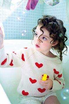 Baby bath #iPhone 4s #Wallpaper   More interesting wallpapers in :http://www.ilikewallpaper.net/iphone-wallpaper/.
