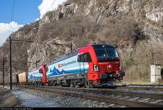 193 470 SBB 193 at Claro, Switzerland by Georg Trüb Electric Locomotive, Steam Locomotive, Electric Train Sets, Rail Transport, Swiss Railways, Commercial Vehicle, Model Trains, Railroad Tracks, Switzerland