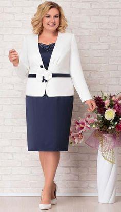 Полная модница Mature Women Fashion, Womens Fashion, Plus Size Retro Dresses, Royal Blue Lace Dress, Arabic Dress, Rajputi Dress, Sleeves Designs For Dresses, Wedding Dress Sleeves, Professional Outfits