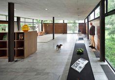 我們看到了。我們是生活@家。: 很酷的一間房子與一家人!這是荷蘭攝影師Thijs Wolzak