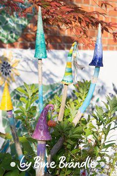 Märchenhafte Pilze... Garten-Stecker aus Keramik. Originelle Garten-Deko selbst machen.