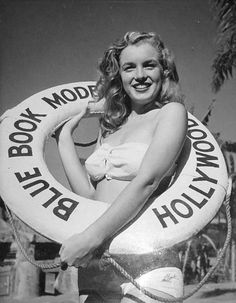 Norma Jeane promoting the Blue Book Modelling agency, 1946. Photo by Joseph Jasgur.