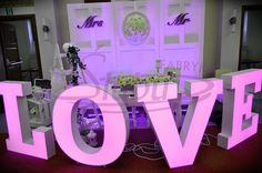 Napis love wypożyczenie śluby wesela sesje zdjęciowe, zaręczyny tel.661619065