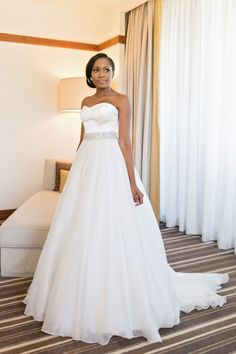 Bride in a Caroline Castigliano gown | Aisle Perfect | http://aisleperfect.com/2015/09/luxe-cape-town-wedding-at-val-de-vie-estate.html #wedding