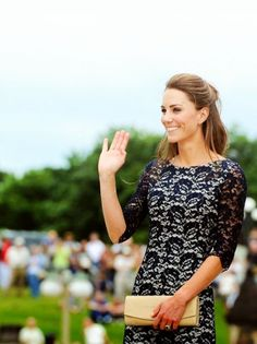 Kate Middleton style is just too fabulous. Pretty People, Beautiful People, Perfect People, Princesa Kate Middleton, Prinz William, Kate Middleton Style, Pippa Middleton, Navy Lace, Blue Lace