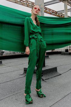 Monochrome Outfit, Monochrome Fashion, Green Fashion, Colorful Fashion, Next Clothes, 1950s Fashion, Gothic Fashion, Editorial Fashion, Fashion Outfits