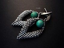 IrenaK / Čarodejkine Tyrkysy III SKLADOM - blade i peyote med stor turkis perle Seed Bead Earrings, Leaf Earrings, Beaded Earrings, Beaded Jewelry, Handmade Jewelry, Triangle Earrings, Leather Jewelry, Designer Earrings, Jewelery
