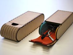 This glasses case is made ​​by using a laser cutting machine at f.Labo in japan. The material is MDF2.5mm, Felt 2mm.