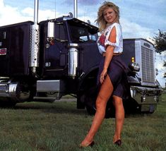 Custom Big Rigs, Custom Trucks, Trucks And Girls, Car Girls, Big Rig Trucks, Semi Trucks, Big Ride, Pin Up, Freightliner Trucks