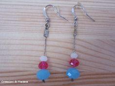 Orecchini con pietre azzurra, rosa e bianco opaco