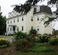 DesBarres Manor Inn Guysborough (Nova Scotia) Nestled in the quaint seaside village of Guysborough, Nova Scotia and moments from Chedabucto Bay, this historic luxury hotel offers exceptional service and unrivaled accommodations, in a beautiful natural environment.