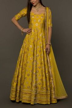 Haute spot for Indian Outfits. Indian Gowns Dresses, Pakistani Dresses, Indian Sarees, Indian Long Gowns, Indian Attire, Indian Ethnic Wear, Indian Outfits, Ethnic Gown, Indian Clothes