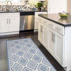 Linoleum rug, with printed blue Kilim pattern. Kitchen Carpet, Kitchen Rug, Kitchen Flooring, Kitchen Pantry Design, Kitchen Cabinet Colors, Kitchen Tips, Kitchen Ideas, Vinyl Floor Mat, Floor Mats
