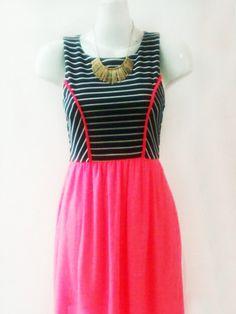 Rojo Apparel, Vestido Navy neón pink, Vestido parte superior navy/ blanco rayada, tela strech con detalle en bies rosa. Parte inferior con falda rosa neón y forro rosa.