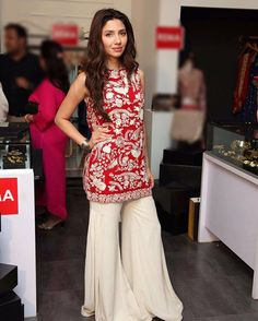 One of our most popular luxury pret designs pictured here on the gorgeous Mahira Khan Pakistani Wedding Outfits, Pakistani Dresses, Indian Dresses, Indian Outfits, Indian Bridal Fashion, Asian Fashion, Women's Fashion, Oriental Fashion, Indian Attire
