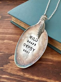Wild Heart Gypsy Soul Necklace Spoon Necklace Metal - Décoration et Bricolage Silver Spoon Jewelry, Fork Jewelry, Silverware Jewelry, Metal Jewelry, Bullet Jewelry, Cutlery, Stamped Spoons, Hand Stamped, Jewelry Crafts