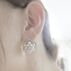 "@tomoko457525's photo: ""#パール#pearl#パーティー#party#mayglobe #mayglobeveil #キラキラ#ストーン#stone#ピアス#Earrings#ブライダル#ブライダルアクセサリー #Bridal#お呼ばれ#二次会#結婚式#WeddingAccessory#Wedding#ウエディング  そろそろ発売♡ 一足お先に(*´∀`)"""