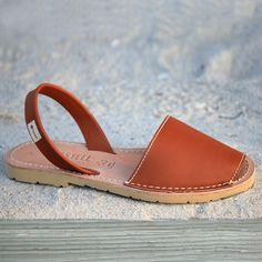 768d3c3ca27 Menorquinas Leather Natural Simple Sandals