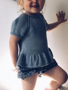 Knitting For Kids, Baby Knitting, Fair Isle Knitting Patterns, G 1, Baby Sweaters, Baby Sewing, New Baby Products, Knitwear, Knit Crochet