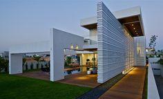 Gal Marom Architects designs minimalistic retreat in Israel: http://www.playmagazine.info/gal-marom-architects-designs-minimalistic-retreat-in-israel/
