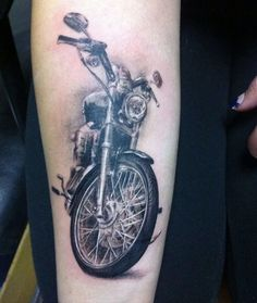 Татуировка мотоцикла, байка, стильная тату Harley Tattoos, Harley Davidson Tattoos, Biker Tattoos, Motorcycle Tattoos, Skull Tattoos, Sleeve Tattoos, Motorcycle Gear, Left Arm Tattoos, Dad Tattoos