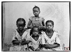 Questa è la monografia di uno dei più grandi ritrattisti africani del 1900. Keita nasce e vive a Bamako (capitale del Mali ma anche della