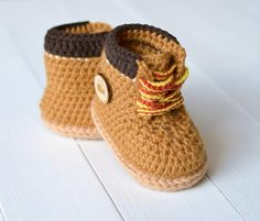 Baby Booties Timberland Style Crochet pattern by Caroline Br.- Baby Booties Timberland Style Crochet pattern by Caroline Brooke Crochet Baby Boots, Booties Crochet, Crochet For Boys, Crochet Shoes, Crochet Baby Stuff, Crochet Baby Clothes Boy, Knit Baby Shoes, Crochet Summer, Boy Shoes