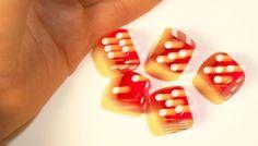Das Glücksspiel erfolgt zwar nach strengen Spielregeln, jedoch gibt es keine Regeln in Bezug darauf, wann wer dem Glücksspiel nachgehen darf und wann nicht. Klar gibt es Regelungen dazu, welches Glücksspiel legal oder illegal ist, aber den legalen angeboten darf erst einmal jeder nachgehen, egal wie viel Geld er zur Verfügung hat.