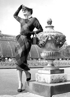 Audrey Hepburn leaning against urn in Kew Gardens, London, photo by Bert Hardy, 1950