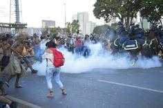 Conflito em Brasília durante a Mobilização Nacional Indígena nesta terça (27/05). Foto: Kamikia Kisedje