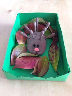 Un piccolo porcospino da creare con un po' di pasta al sale e bastoncini cotonati per insegnare ai più piccoli quali sono gli animali dei boschi.