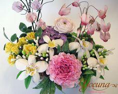 Flores en Azúcar by YOCUNA TARTAS DECORADAS, via Flickr