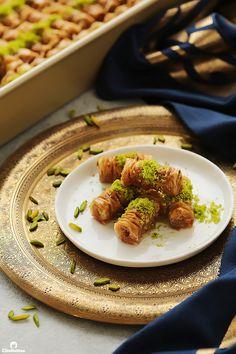 Cinnamon Baklava Rolls   Cleobuttera Baklava Dessert, Baklava Recipe, Turkish Recipes, Greek Recipes, Persian Recipes, Arabic Dessert, Arabic Sweets, Arabic Food, Pakistani Desserts
