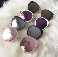 Wearing the wrong shoes can leave peoples feet and ankles encountered with injur… – Les meilleurs designs de bijoux avec vous Round Lens Sunglasses, Cool Sunglasses, Cat Eye Sunglasses, Sunglasses Women, Sunnies, Vintage Sunglasses, Oversized Sunglasses, Cute Glasses, Makeup Organization