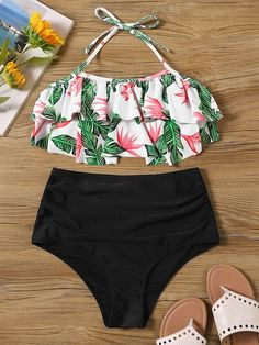 To find out about the Random Tropical Ruffle Top With Ruched Bikini at SHEIN, part of our latest Bikinis ready to shop online today! Bathing Suits For Teens, Summer Bathing Suits, Cute Bathing Suits, Cut Out Bikini, High Leg Bikini, Kids Swimwear, Bikini Swimwear, Swimwear Sale, Romwe Swimwear