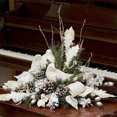 I love this Message of Peace! I love this Message of Peace! Christmas Flower Arrangements, Christmas Flowers, Christmas Projects, Christmas Home, Christmas Holidays, Christmas Wreaths, Homemade Christmas, Winter Floral Arrangements, Advent Wreaths