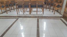 idei pardoseli marmura granit travertin medalioane GVB Stone Division Division, Tile Floor, Flooring, Stone, Rugs, Home Decor, Travertine, Farmhouse Rugs, Rock