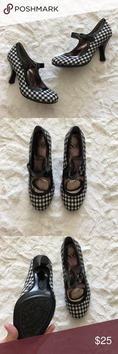 Sofft Black & White Houndstooth Pumps Sofft Black & White Houndstooth Pumps  •Excellent Condition Sofft Shoes Heels