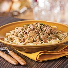 You thought Beef Stroganoff was just for the weekend? This recipe will show you just how easy it can be. Meat Recipes, Cooking Recipes, Confort Food, Pasta Al Dente, Cooking Cream, How To Cook Beef, Creamed Mushrooms, Meals For The Week, Ground Beef