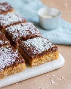 Bountykaka i långpanna – My Kitchen Stories Kitchen Stories, Fika, Let Them Eat Cake, Banana Bread, Nom Nom, French Toast, Sweet Treats, Deserts, Goodies