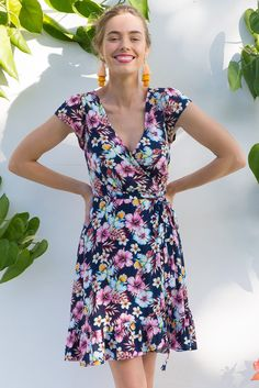 Paradise Hibiscus Nights Wrap Dress Ootd Fashion, New Fashion, Fashion Outfits, Womens Fashion, Australian Boutique, Mombasa, Rose Boutique, Hibiscus, Wander
