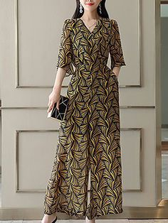 Bring your latest look to the next level with these colorful jumpsuits. Embrace cropped or culotte styles that are trending, or choose floral and print clothes for a casual look Iranian Women Fashion, Pakistani Fashion Casual, Hijab Fashion, Fashion Dresses, Indian Designer Outfits, Designer Dresses, Dress Outfits, Casual Dresses, Designer Jumpsuits