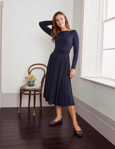 Navy Boden Uk, Business Attire, Navy Women, Bleu Marine, Flare Skirt, Skirt Outfits, Pleated Skirt, Dresses For Work, Style Inspiration
