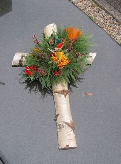 Most current Pics cemetery decorations Suggestions Grave Flowers, Cemetery Flowers, Funeral Flowers, Cemetary Decorations, Cross Wreath, Funeral Flower Arrangements, Memorial Flowers, Outdoor Wreaths, Crosses Decor