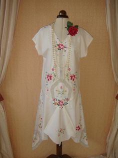 Gorgeous Vintage Cream 1920's Style dress with Draped Sides Embroidery Cutwork Drop Waist