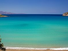 TRAVEL'IN GREECE I Voulisma Beach nearby Agios Nikolaos, #travelingreece Beautiful Islands, Beautiful Places, Crete Holiday, Greek Sea, Beach Tops, Beach Fun, Greece Islands, Paradise On Earth, Crete Greece
